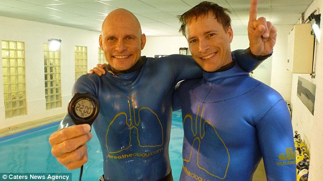 Stig Severinsen with Doctor Martin after his 22 minutes underwater stint