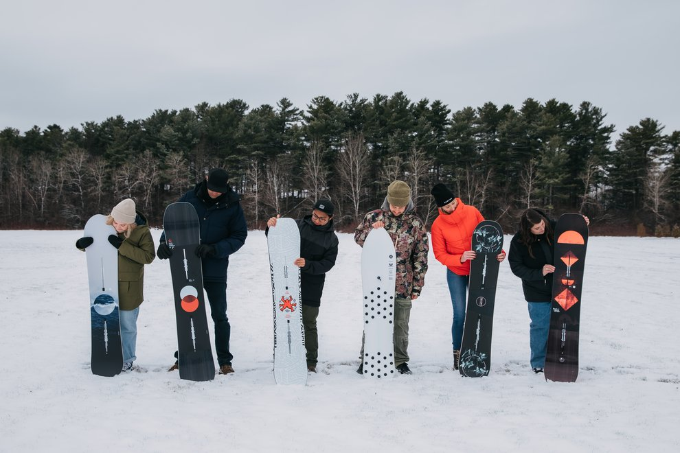 120219_BlogMythBuster_SizeYourSnowboard_everyone looking at their snowboards.jpg